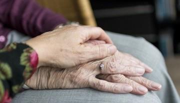 Help ouderen de hitte door!